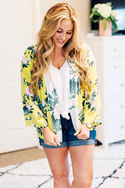 Floral Kimono + V Neck Cotton Tee+ Shorts | 15+ Cute Summer Outfit Ideas to Look Like A Chic