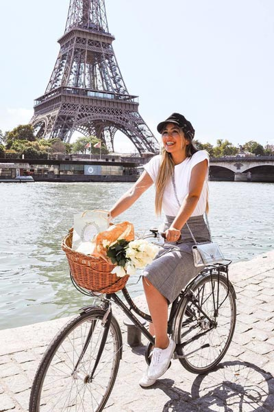 White Rolled Sleeve Tee + Grey Skirt | 15+ Cute Summer Outfit Ideas to Look Like A Chic