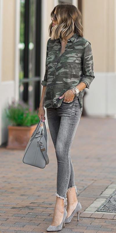 Camo Boyfriend Shirt + Denim Leggings   15+ Trendy Street Style Outfits to Copy ASAP