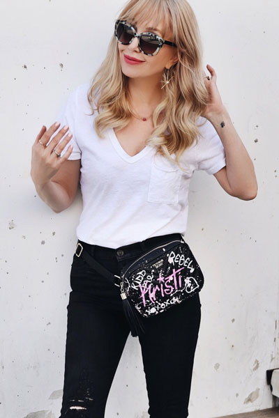 V Neck Tee + Krista Super Skinny Jeans+ Graffiti Skinny Tote | 21+ Popular Summer Outfits You Should Already Own