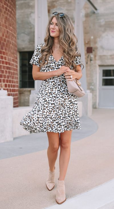 Searching for lightweight outfits to help you cooling off this summer? See 27 Must-have Everyday Summer Styles To Beat The Summer Heat. Summer Fashion via higiggle.com | leopard print mini dress | #summeroutfits #cool #summerstyle #minidress