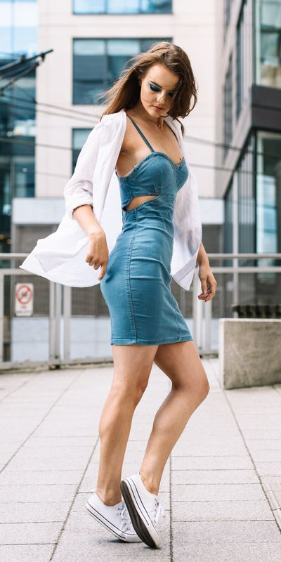 Transform your summer looks with these fashion-forward summer outfits for every summer occasion. Summer Outfit Ideas via higiggle.com | denim mini dress | #summeroutfits #minidress #style #denim